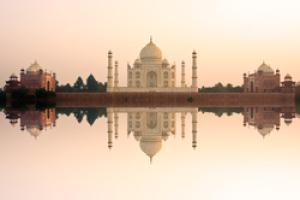 India: Triángulo de Oro y Varanasi en Media Pensión con Entradas (vuelo interno)