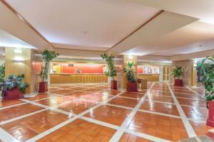 DE LA VILLE DOREE AUX PERLES IMPERIALES HOTELS 4*