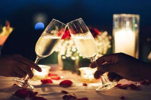 Escapade amoureuse avec champagne et gourmandises à Rennes  - 4*
