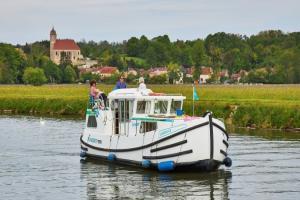 La Petite Saône en bateau sans permis : Immersion en nature sauvage