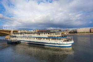 Grand Jules Boat Hotel 3*
