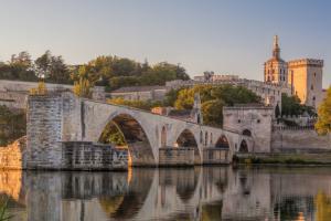 Escales incontournables du Rhône entre Lyon, la Camargue et la Provence avec possibilité de dîner chez Paul Bocuse (formule port/port)